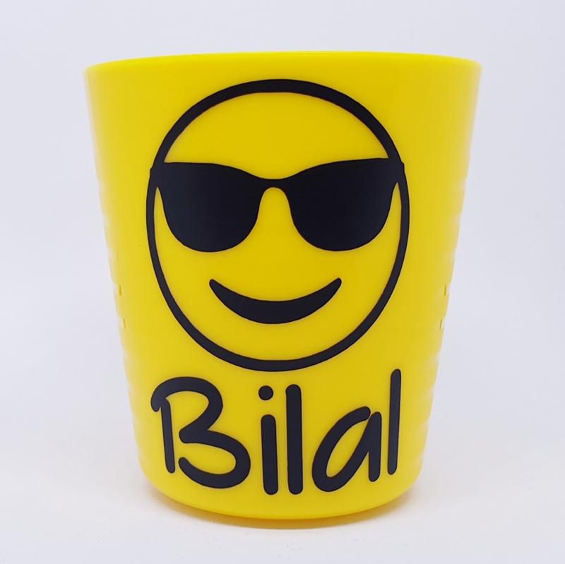Traktatiebeker   Emoji zonnebril met naam