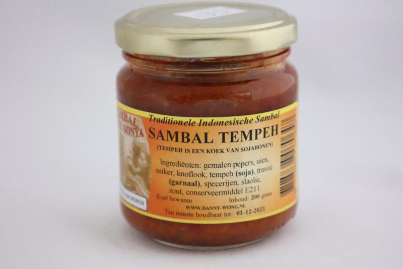 Sambal Tempeh (Tempeh is een koek van sojabonen)