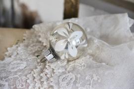 Kerstbal zilver bloem