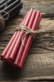 Bundel van 7 lange dunne kaarsen rood