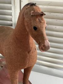 Jute paardje op wielen