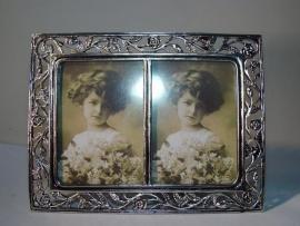 01902D  Tinnen fotolijst 2 x 5x8cm met roosjes