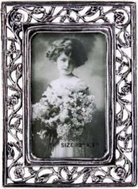 01901 Tinnen fotolijst  5 x 8 met roosjes