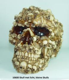 10600 Skull met kleine skulls en verlichting.