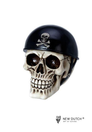 600525 schedel met helm.