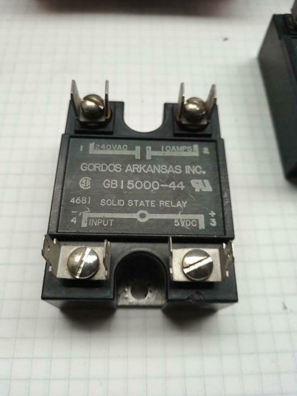 Solid state relais 5VDC  240AC 10A