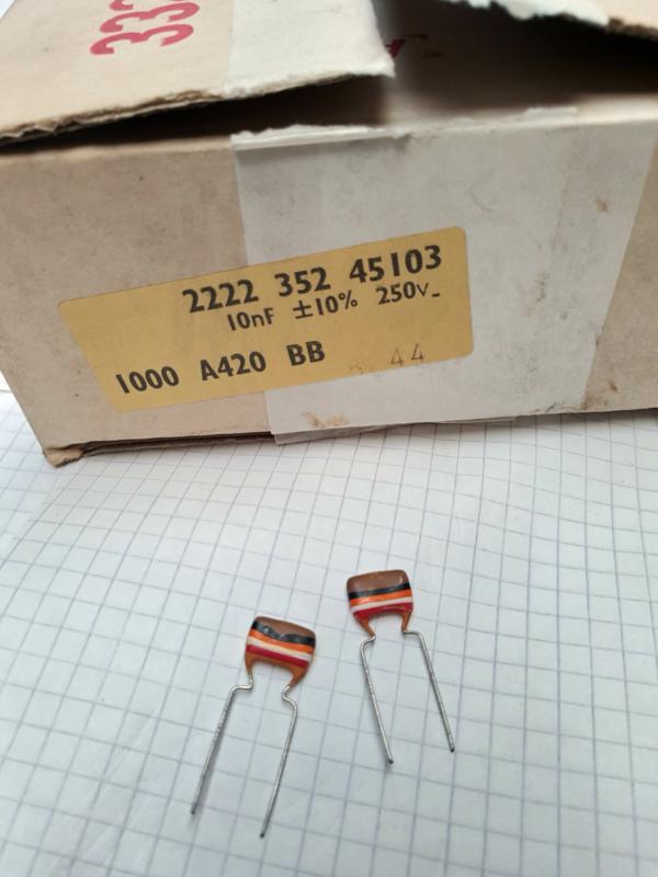 Philips 10nf 250v condensator