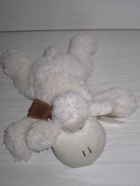 Knuffelschaapje (slapend)