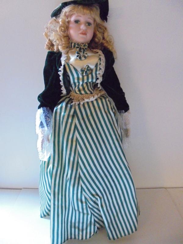 pop misty 70 cm!! met porselein hoofd &handen prijs per stuk