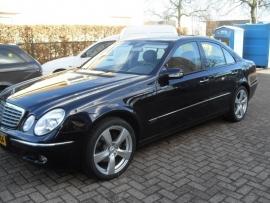 Mercedes E met 18``  Velgen en Falken FK 453 banden