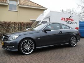 Mercedes C Coupe met Eibach verlaging en 19`` AMG Velgen