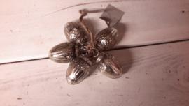 M206  Bosje oud zilveren eikel ballen