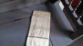 Cla08 Handdoek grijs stip