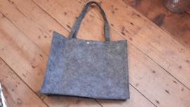 Vilten tas met tekst naar keuze (grijs)