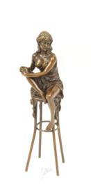 Bronzen Beeld Dame Op Barkruk BJ-11