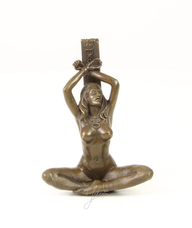 Bronzen Beeld Naakte Dame Geboeid