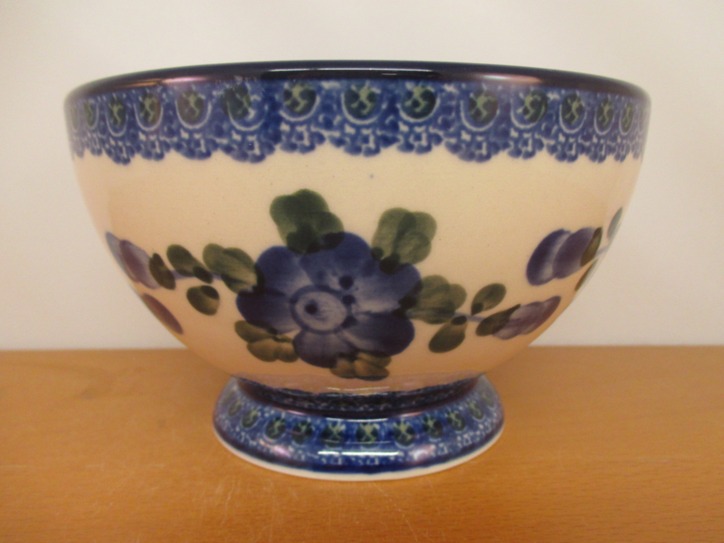 Bowl on foot 206-163