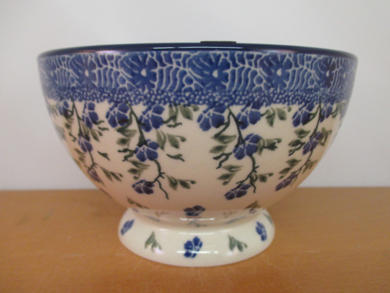 Bowl on foot 206-1823
