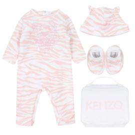 Kenzo,  wit/zalm roze babypakje met muts+slofjes
