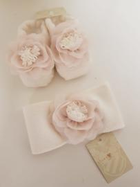 La Perla, crème  haarband met sokjes met chiffon bloem