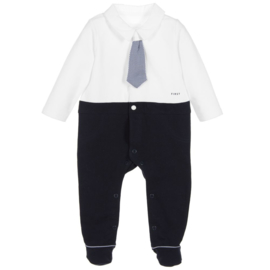 First, wit/donkerblauw babypakje