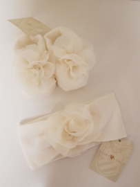 Story Loris, crème  haarband met sokjes met chiffon bloem