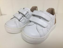 Florens, witte sneakers