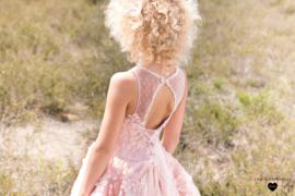 Linea Raffaelli, poederroze jurk met bloemen