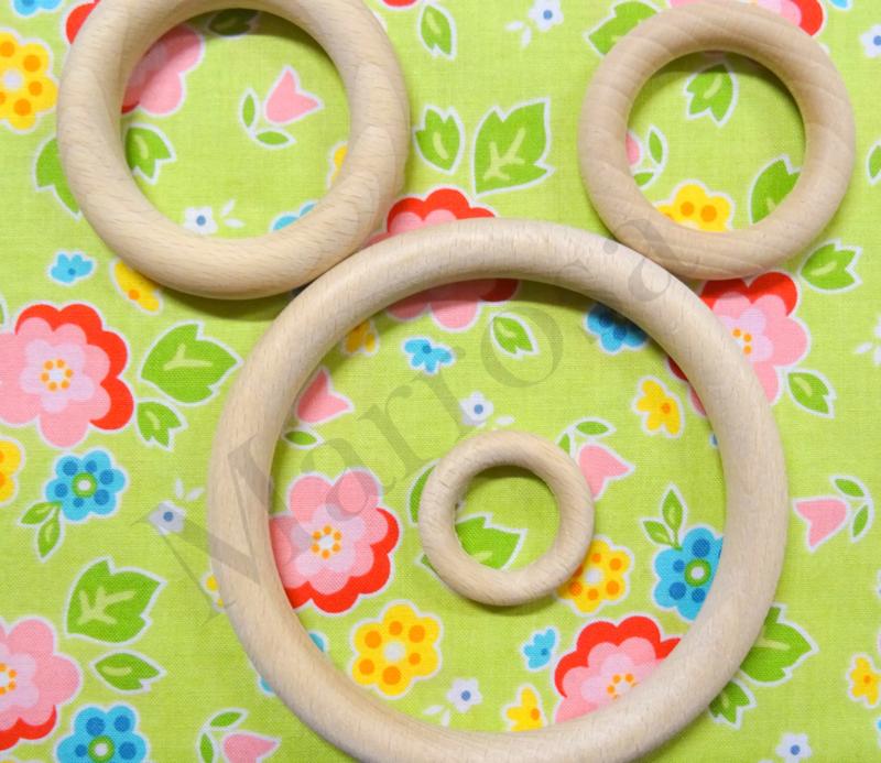 Houten ringen 2 stuks 7 cm.