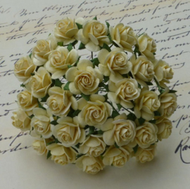 Cream Open Roses - 10 mm