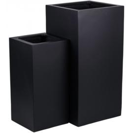 Vierkante plantenbak `Michigan` Afmeting: H80 x B40 x D40 | H60 x B30 x D30 cm Kleur: Black Stonelook