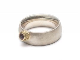 Ring met spinel, zilver en goud