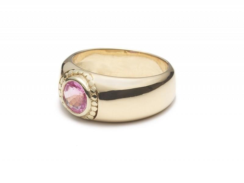 Geelgoud met roze saffier
