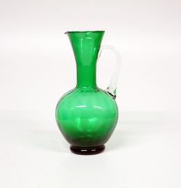 Grote Italiaanse groen glazen Empoli? schenkkan met verticaal optiek