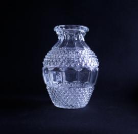 Vintage glazen vaas met ruit reliëf