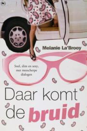 Melanie La'Brooy - Daar komt de bruid