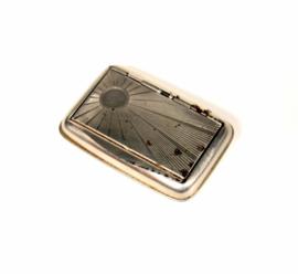Vintage Tabaksdoosje zilverkleurig met zonnendecor