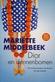 Mariette Middelbeek - Dior en dennenbomen