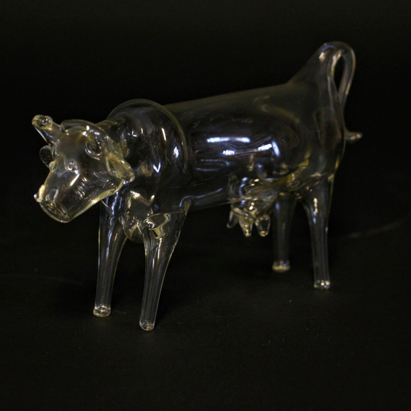 Mondgeblazen koe van glas