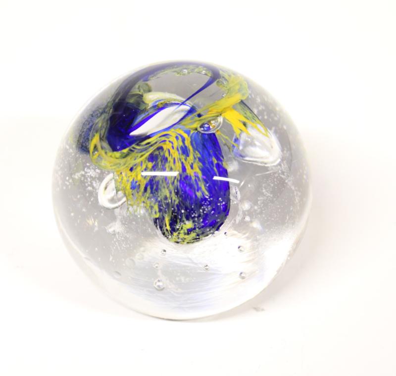 Grote glazen presse-papier blauw/geel