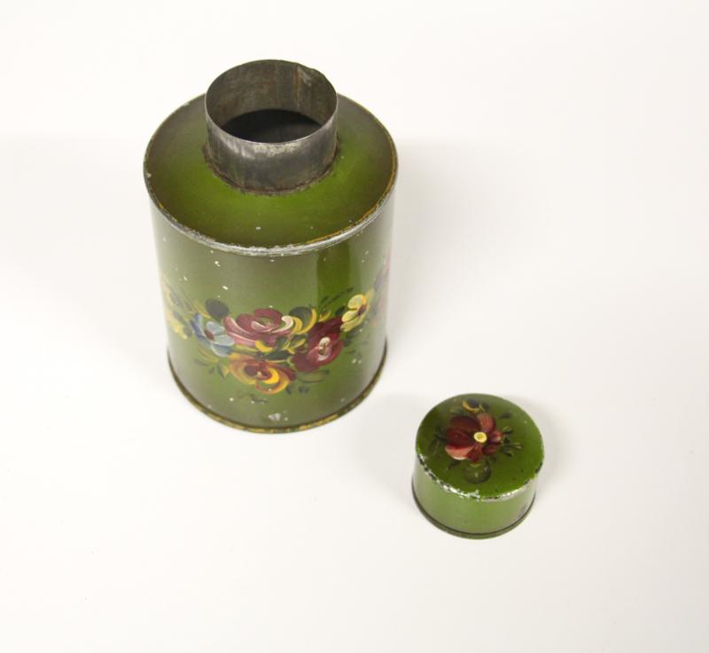 Vintage groene theebus handbeschilderd met bloemen