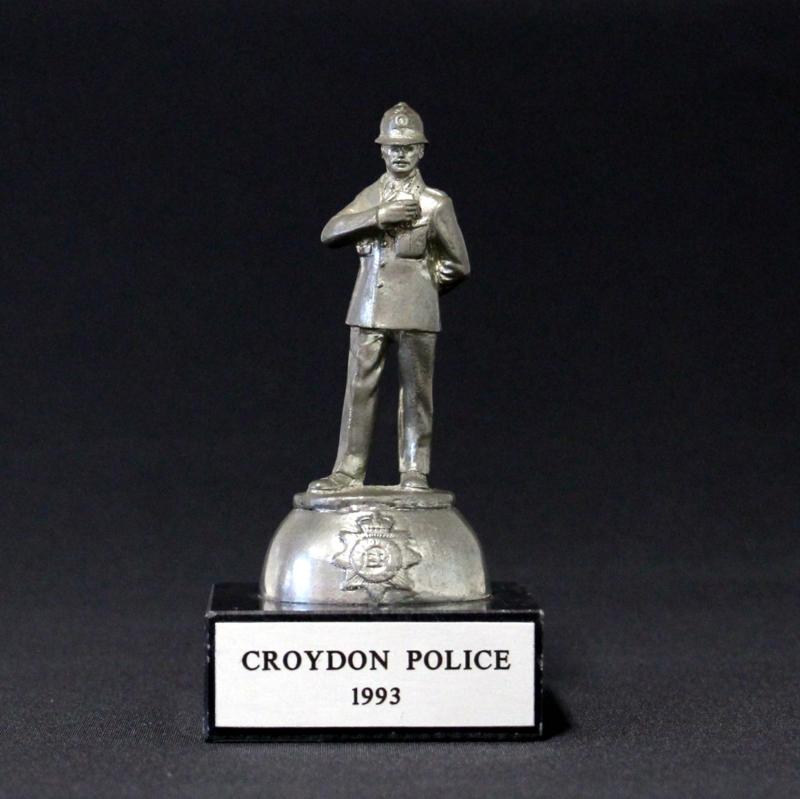 Tinnen Beeldje op marmeren voet - Croydon Police 1993