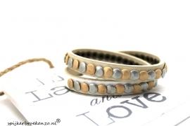Leren armband studs beige-wit