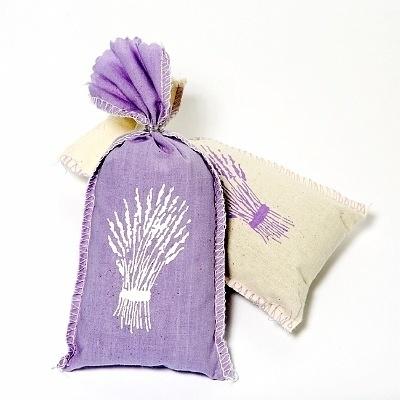 Stoffen lavendelzakjes tegen zilvervisjes