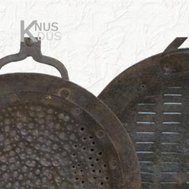 Oude metalen olielepel