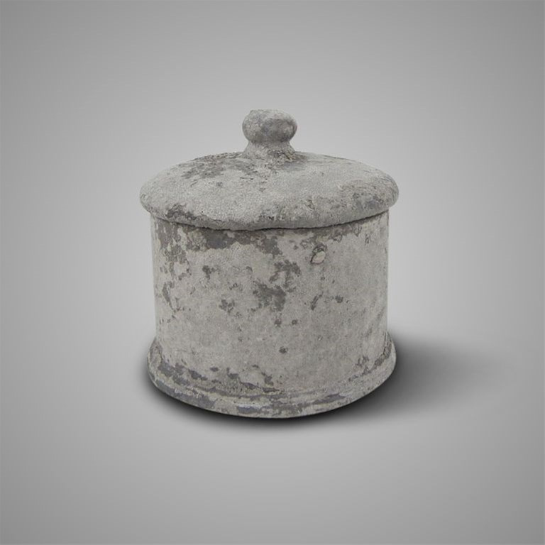 POT AND TOP MINIMALISTIC RUSTIC