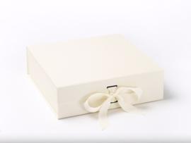 Giftbox zonder bedrukking Ivoor Maat L