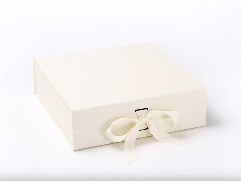 Giftbox zonder bedrukking Ivoor Maat M