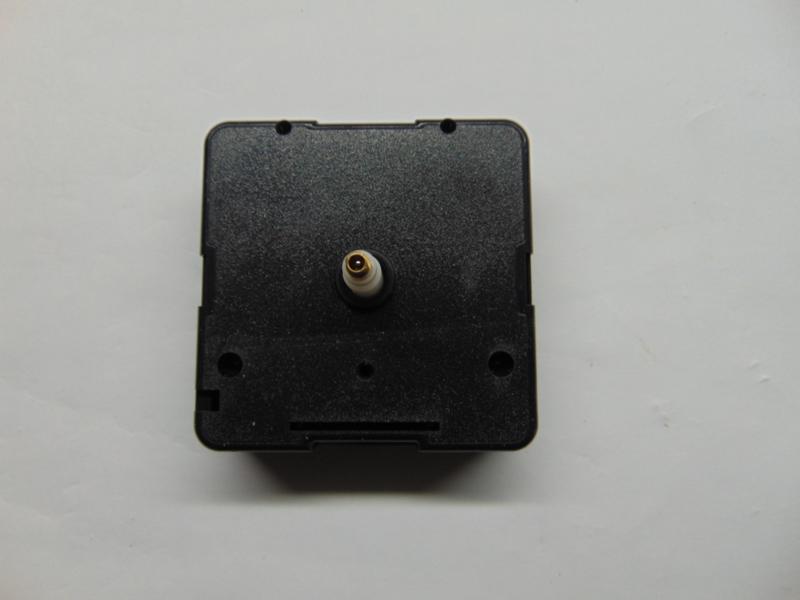 Junghans quartz uurwerkjes aslengte 13.8 mm. zonder bevestigingsmateriaal.