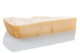Parmigiano Reggiano DOP (30 maanden gerijpt) / Parmezaanse kaas / Vacuum / 0,4 kilo (vacuum en kadoverpakking) | t.h.t. 31-05-2020